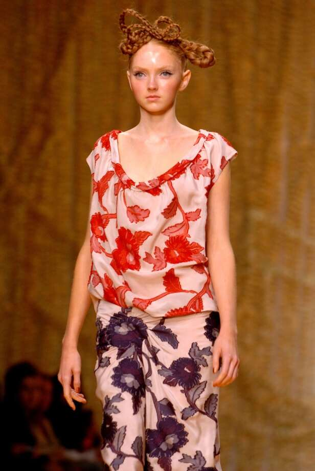 Lily Cole walks the runway for Clements Ribeiro during London Fashion Week Spring 2005. Photo: J. Quinton, WireImage