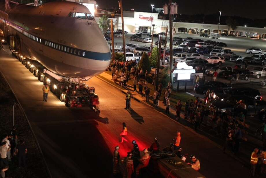 Crowds turn out for the spectacle about 11 p.m. Tuesday, April 29. Photo: Cody Duty, Houston Chronicle