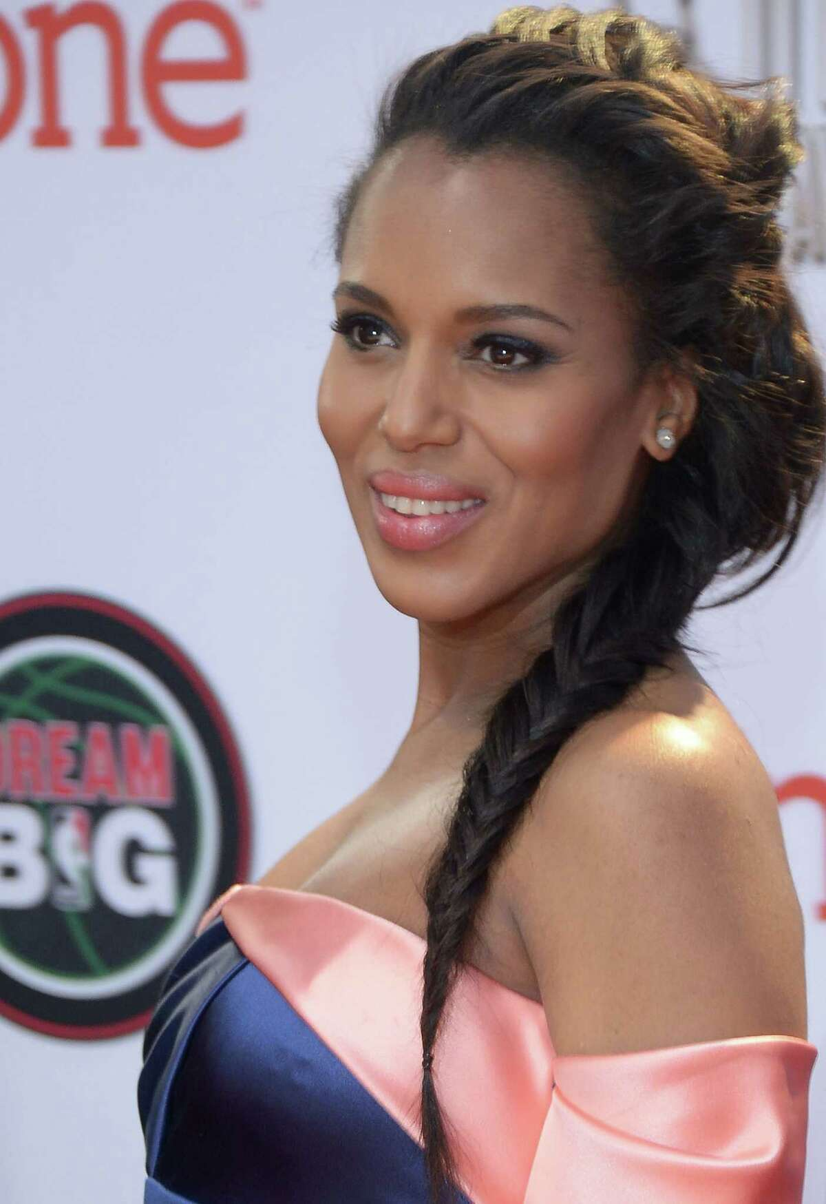 Kerry Washington A dress with a major off-the-shoulder neckline deserves to be seen. Throw a fishtail braid over one shoulder to showcase hair's length and your pretty collarbone. Read: 9 essentials for a beauty emergency kit