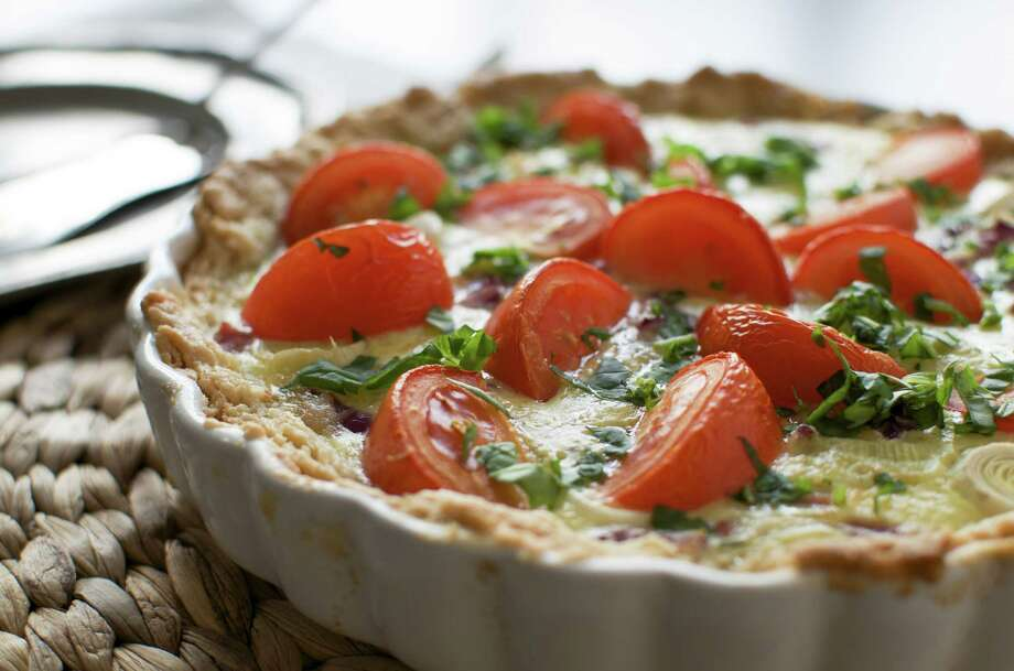 basil and tomato and cheese pie/fotolia Photo: Mo Zhang / fridazhang - Fotolia