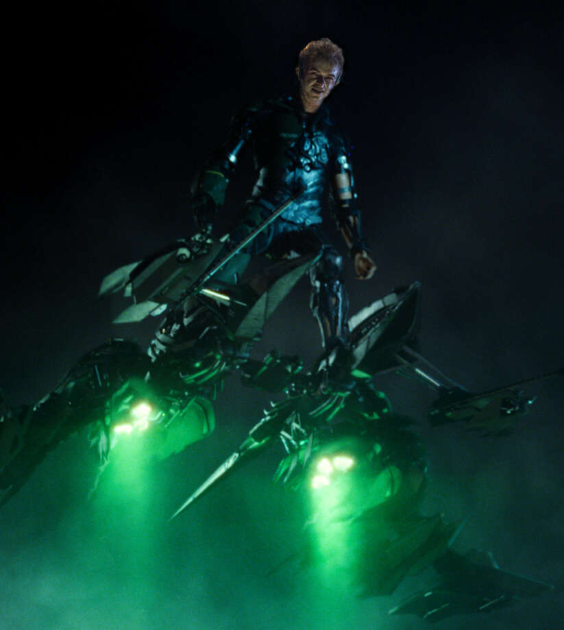 "Dane DeHaan goes high-tech in ""The Amazing Spider-Man 2."" Photo: Sony Pictures / Columbia Pictures - Sony Picture"