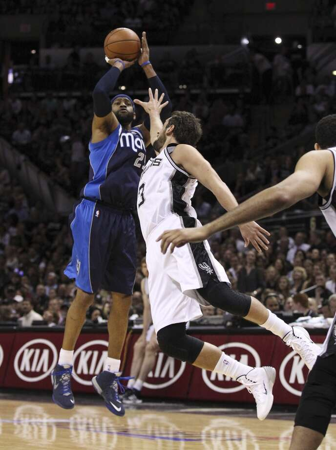 Dallas Mavericks' Vince Carter (25) shoots a three over Spurs' Marco Belinelli (03) in the first half of Game 5 of the first round of the Western Conference playoffs at the AT&T Center on Wednesday, Apr. 30, 2014. Photo: Kin Man Hui, San Antonio Express-News