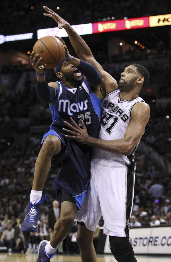 Spurs' Tim Duncan (21) tightly defends Dallas Mavericks' Vince Carter (25) in the first half of Game 5 of the first round of the Western Conference playoffs at the AT&T Center on Wednesday, Apr. 30, 2014. Photo: Kin Man Hui, San Antonio Express-News