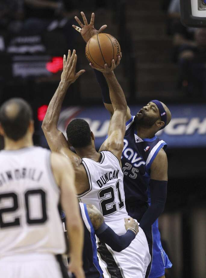 Dallas Mavericks' Vince Carter (25) attempts to block a shot by Spurs' Tim Duncan (21) in the first half of Game 5 of the first round of the Western Conference playoffs at the AT&T Center on Wednesday, Apr. 30, 2014. Photo: Kin Man Hui, San Antonio Express-News