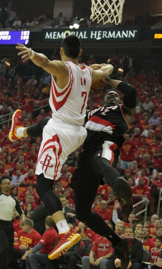 Rockets guard Jeremy Lin left, and Trail Blazers guard Wesley Matthews. Photo: James Nielsen, Houston Chronicle