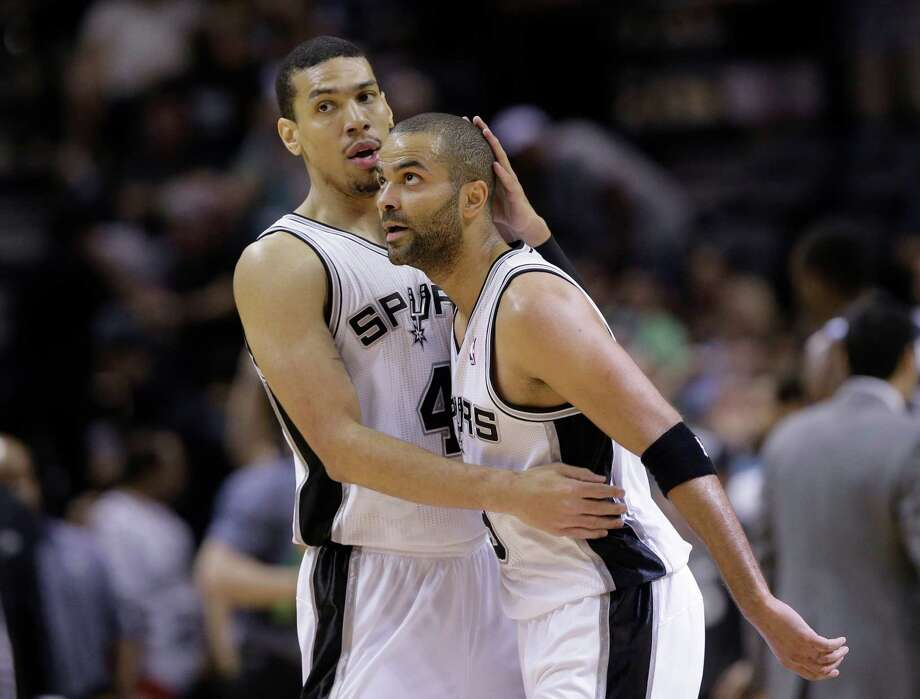 The Spurs' Danny Green, left, shows his apprecia-tion for a second-half basket by Tony Parker. Photo: Eric Gay, STF / AP