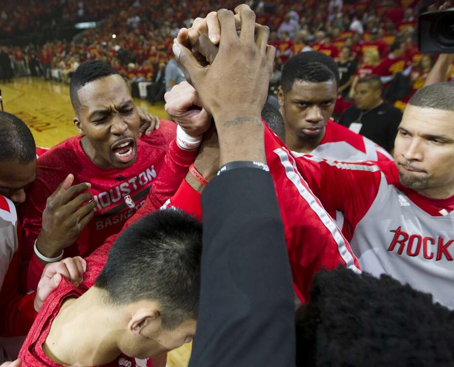 Rockets center Dwight Howard gathers his teammates together in a pre-game huddle. Photo: Brett Coomer, Houston Chronicle