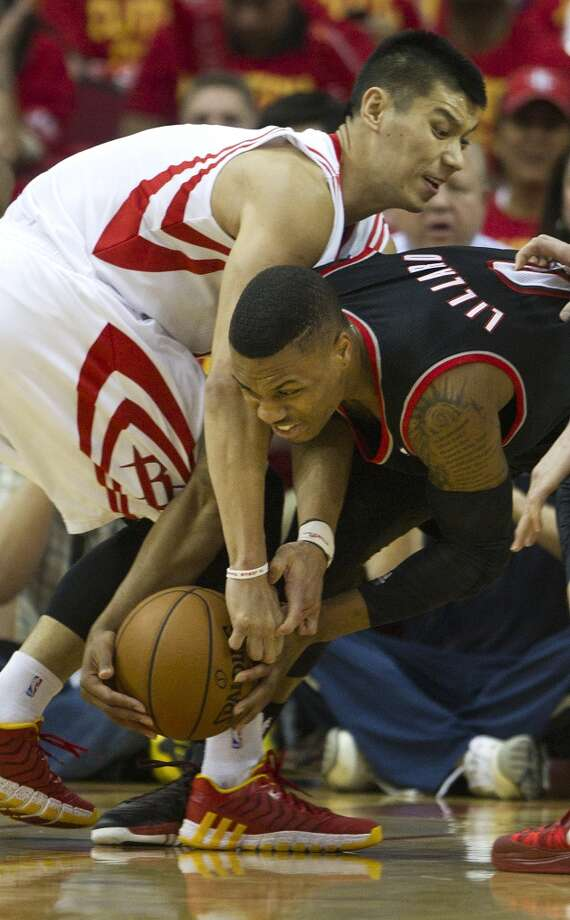 Rockets guard Jeremy Lin and Trail Blazers guard Damian Lillard go after a loose ball. Photo: Brett Coomer, Houston Chronicle