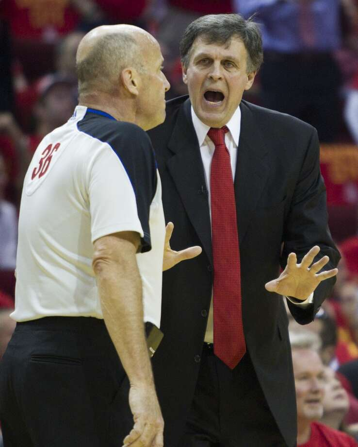 Rockets head coach Kevin McHale argues a call to referee David Jones. Photo: Brett Coomer, Houston Chronicle