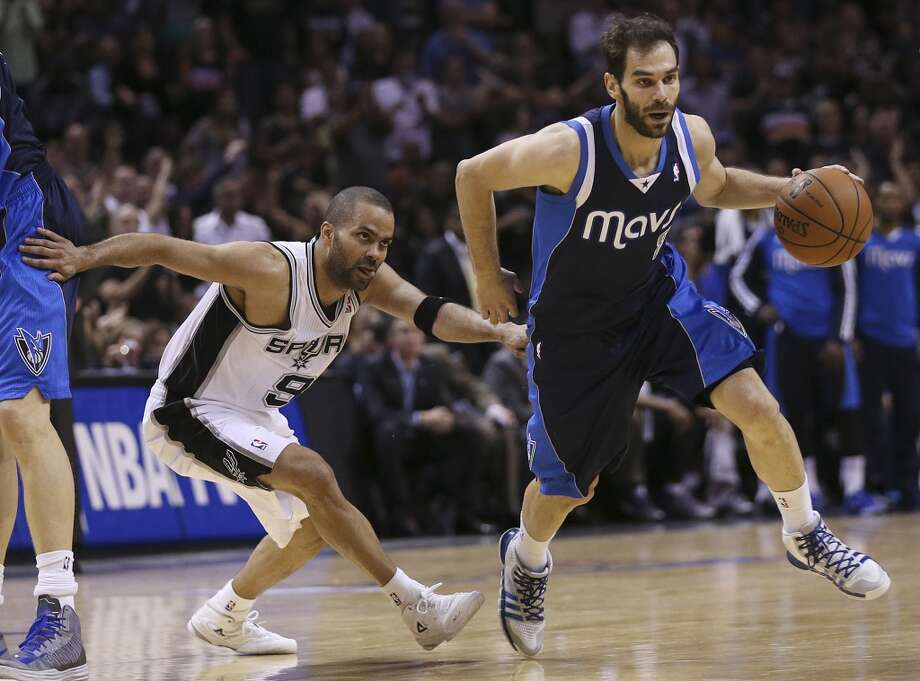 San Antonio Spurs' Tony Parker chases Dallas Mavericks' Jose Calderon during the second half of game five in the first round of the Western Conference Playoffs at the AT&T Center, Wednesday, April 30, 2014. The Spurs won 109-103 to lead the series, 3-2. Photo: San Antonio Express-News