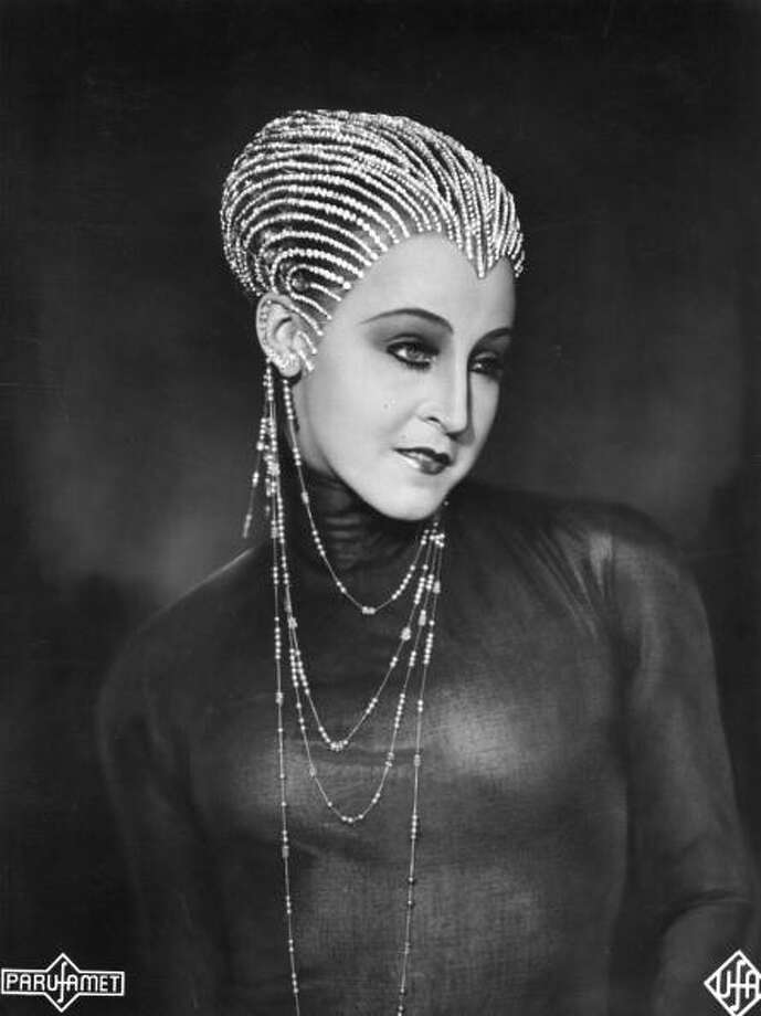 Brigitte Helm (1906 - 1996) plays the evil robot Maria in Fritz Lang's film 'Metropolis.'  A great film, but one bound to seem cold and mechanistic on an airplane. Photo: Hulton Archive, Getty Images / Hulton Archive