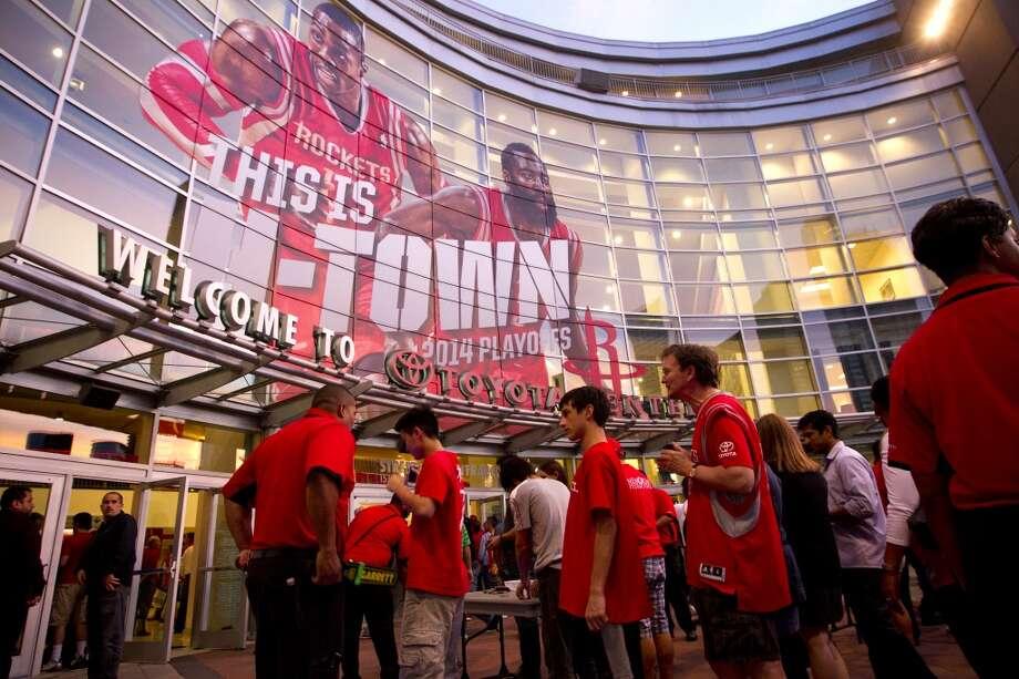 Rockets fans line up outside Toyota Center for Game 5. Photo: Brett Coomer, Houston Chronicle