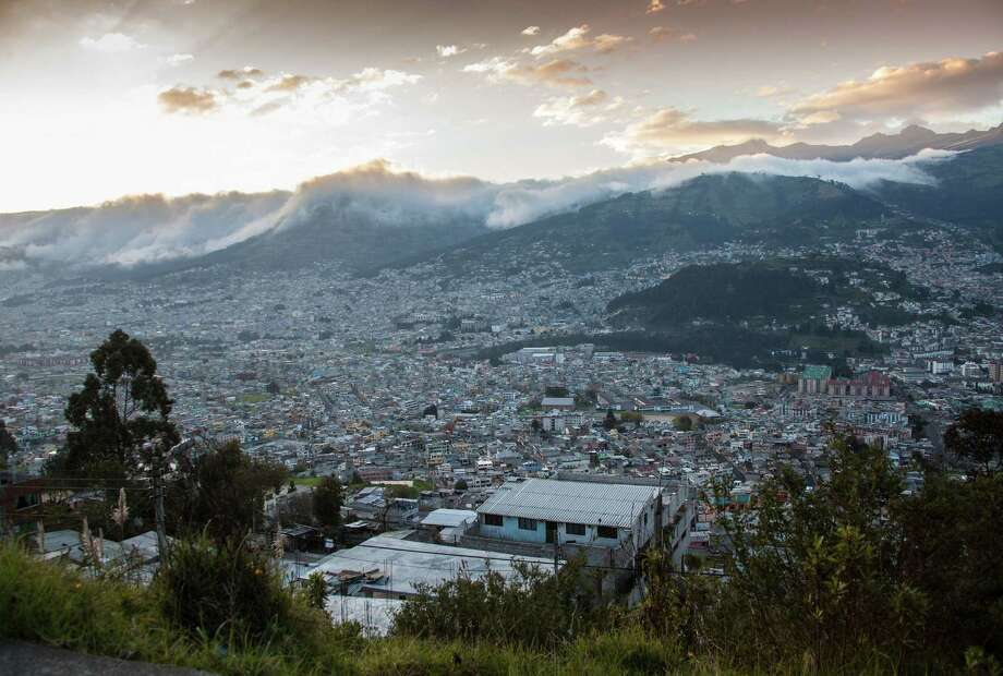 The nearly two million residents of Quito, Ecuador, fill the narrow valley of the city. (Steve Haggerty/MCT) ORG XMIT: 1151843 Photo: Steve Haggerty / MCT