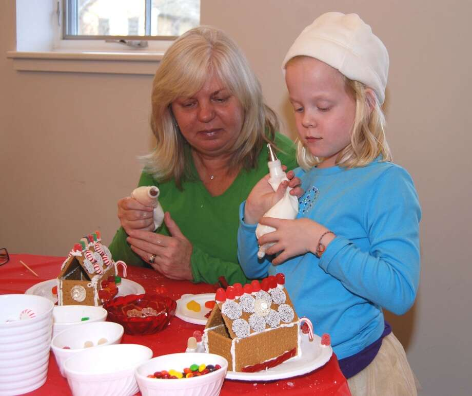 No. 4: New Canaan has the fourth highest percent of women between the ages of 35 and 50 having children of all towns in Southwestern Connecticut where at least 100 mothers gave birth in a recent year, according to census data. The national average is 20 percent.    Caterina Carson gets ready to ice her gingerbread house with her assistant - mom Donna Carson. Photo: Jeanna Petersen Shepard, ST