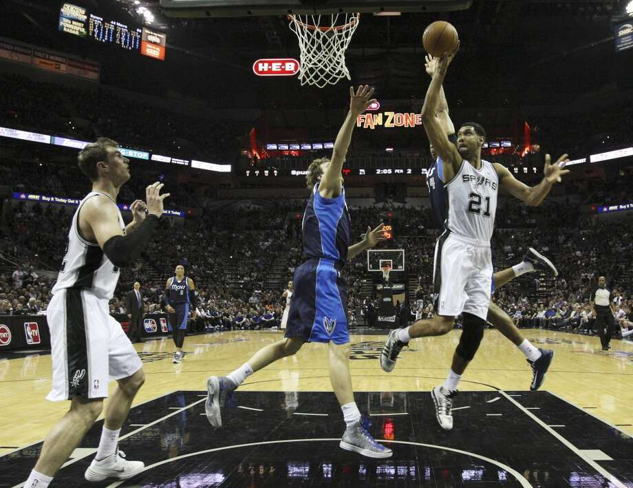 Spurs' Tim Duncan (21) attempt a shot against the Dallas Mavericks in the first half of Game 2 of the first round of the Western Conference playoffs at the AT&T Center on Wednesday, April 23, 2014. Photo: Kin Man Hui, San Antonio Express-News