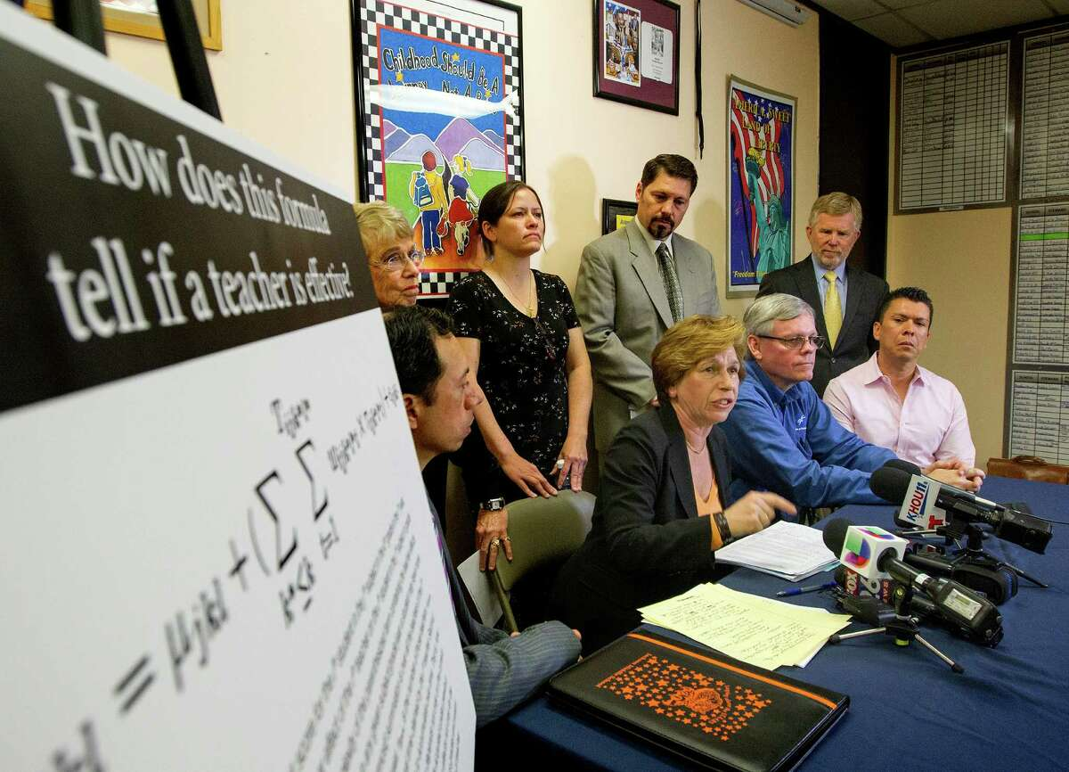 Randi Weingarten, center, president of the American Federation of Teachers, lent her support Thursday to the lawsuit fighting HISD's system that bases teacher evaluations on student test scores.