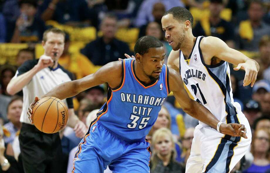 Thunder forward Kevin Durant, left, was not to be denied Thursday against the Grizzlies and Tayshaun Prince. Durant had 36 points and 10 boards. Photo: Mark Humphrey, STF / AP