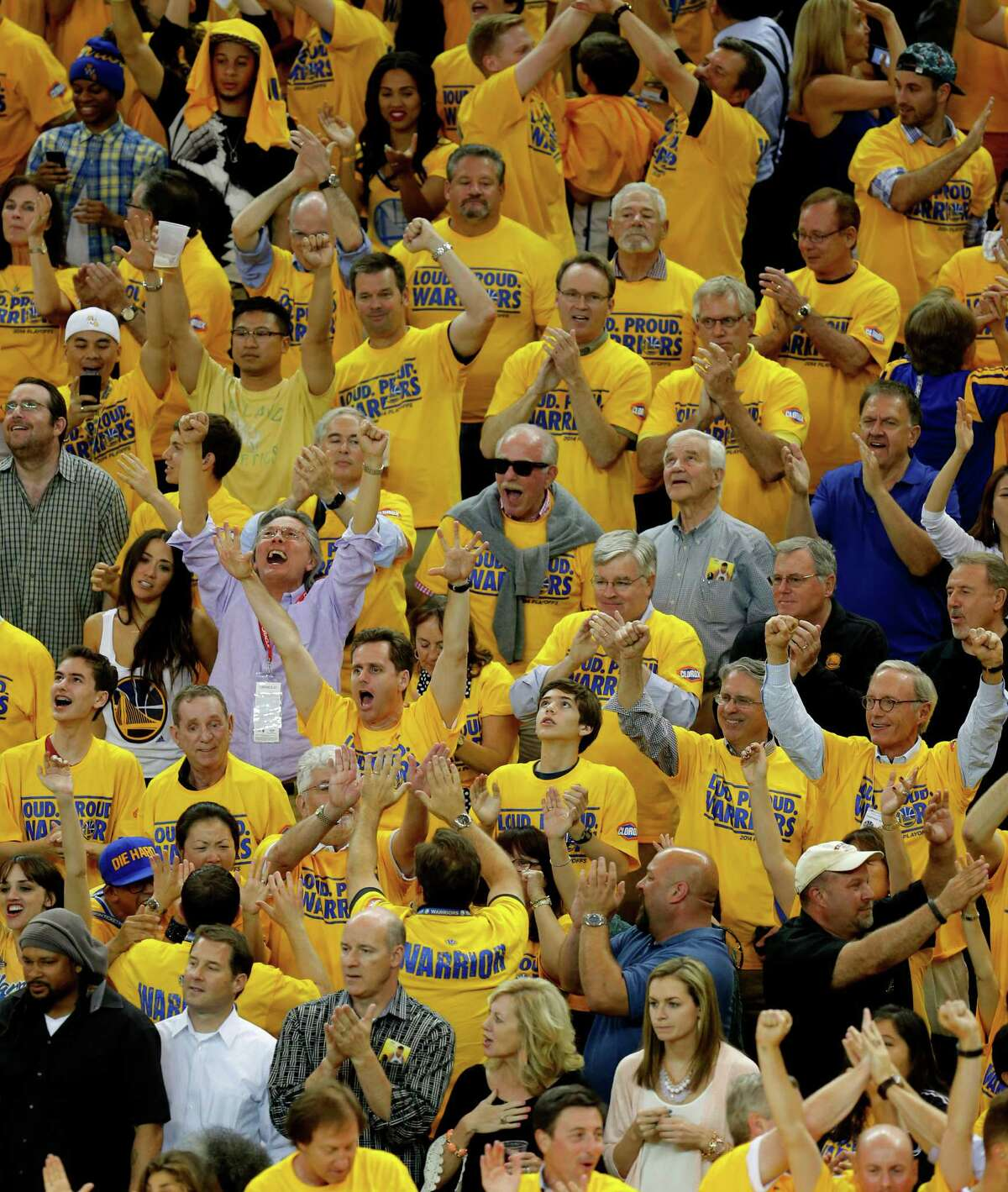 The Warriors, who have a 100-game sellout streak, have rewarded fans with a 17-1 record at Oracle Arena.