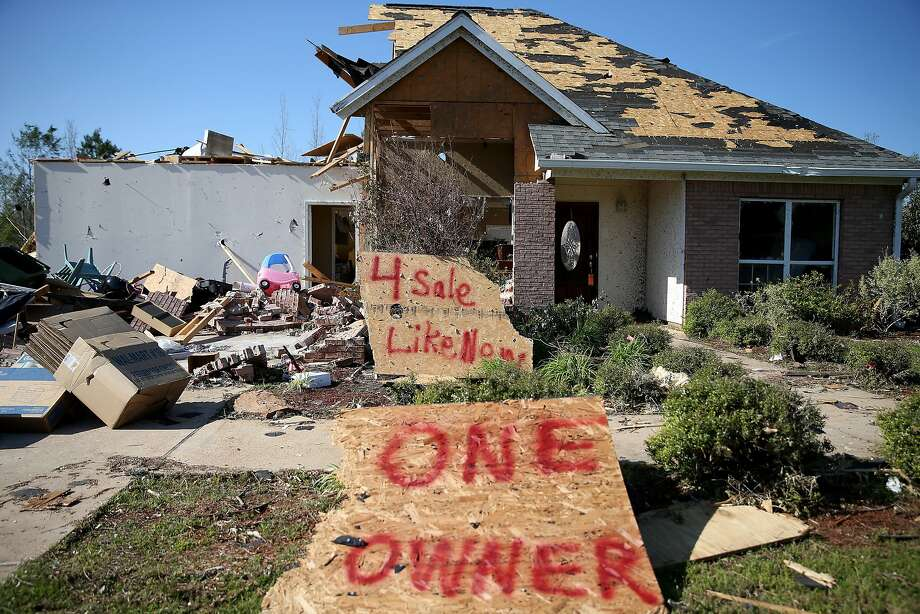 """Curb appeal:A wry sign reading """"4 Sale Like New One Owner"""" advertises a home   in Louisville, Miss. A string of deadly tornadoes tore through the region April 27-28. Photo: Joe Raedle, Getty Images"""