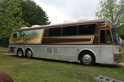 Willie Nelson Band S Tour Bus For Sale On Craigslist San