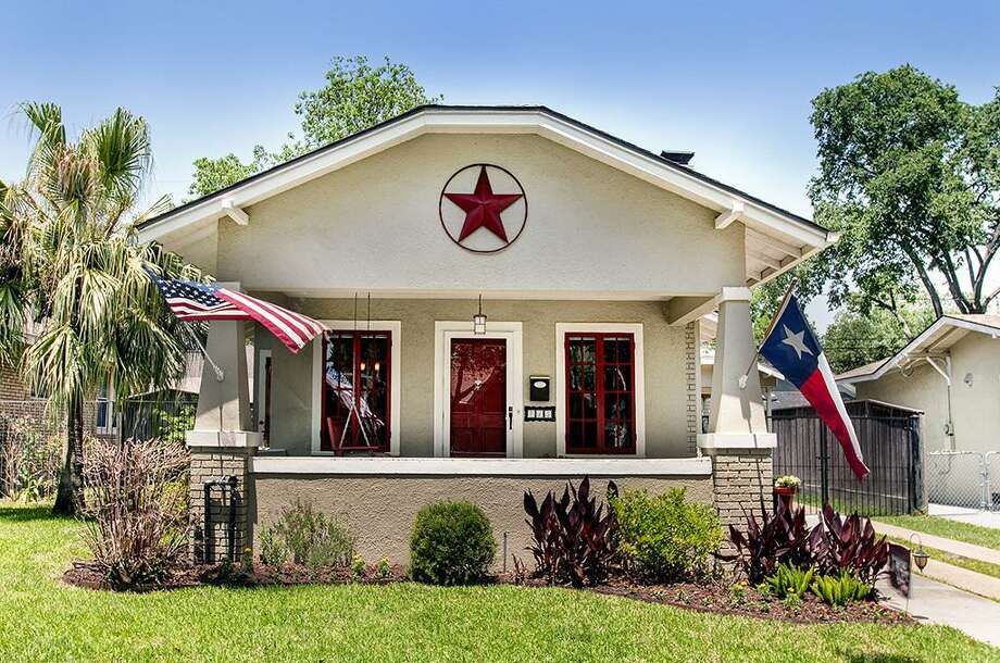 715 Ridge: This 1920 home has 2 bedrooms, 1 bathroom, and 1,074 square feet. Listed for $435,000. Open house: 5/4/2014, 2 p.m. to 4 p.m. Photo: Houston Association Of Realtors