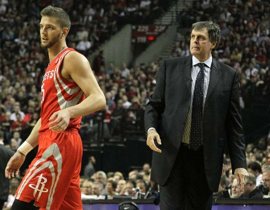 Rockets forward Chandler Parsons (25) walks past head coach Kevin McHale during the first quarter. Photo: James Nielsen, Houston Chronicle