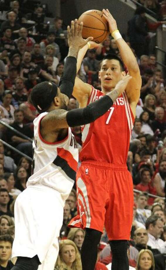 Rockets guard Jeremy Lin (7) shoots over Portland Trail Blazers guard Mo Williams during the first quarter. Photo: James Nielsen, Houston Chronicle