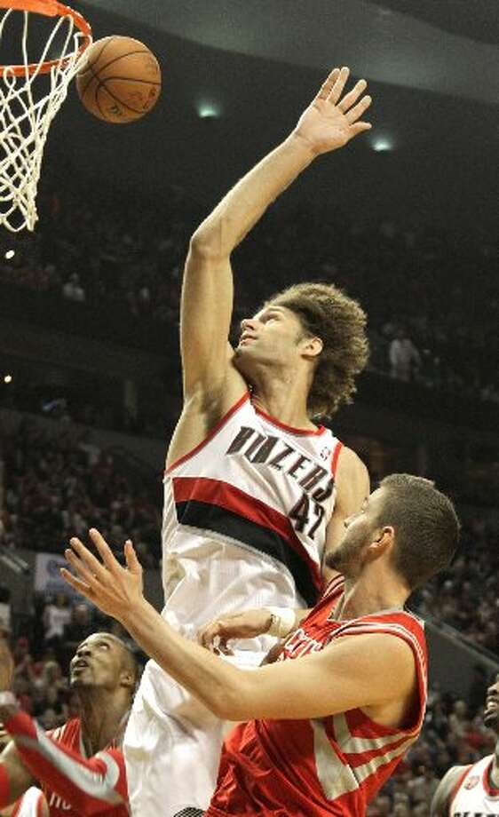 Rockets forward Chandler Parsons (25) shoots over Portland Trail Blazers center Robin Lopez (42) during the second quarter. Photo: James Nielsen, Houston Chronicle