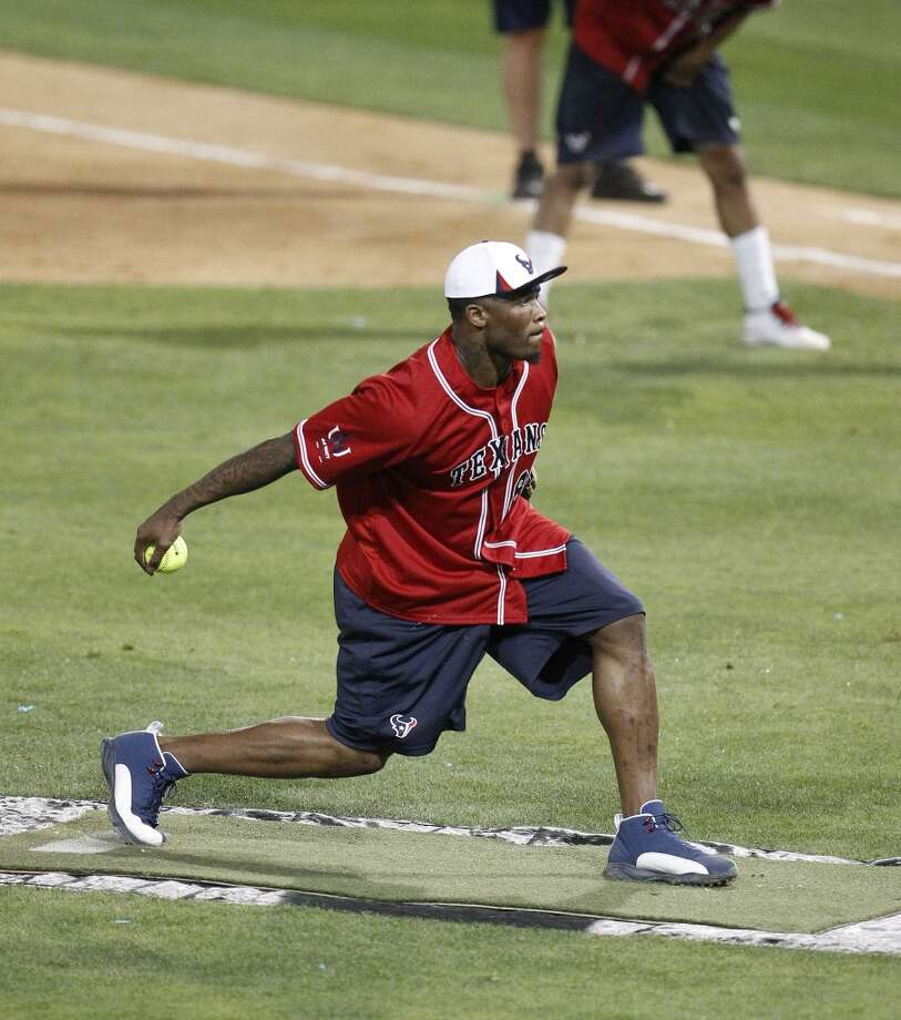 Andre Johnson pitches during the softball game. Photo: Karen Warren, Houston Chronicle