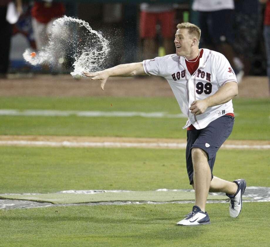 J.J. Watt throws water balloons at teammates during the softball game. Photo: Karen Warren, Houston Chronicle