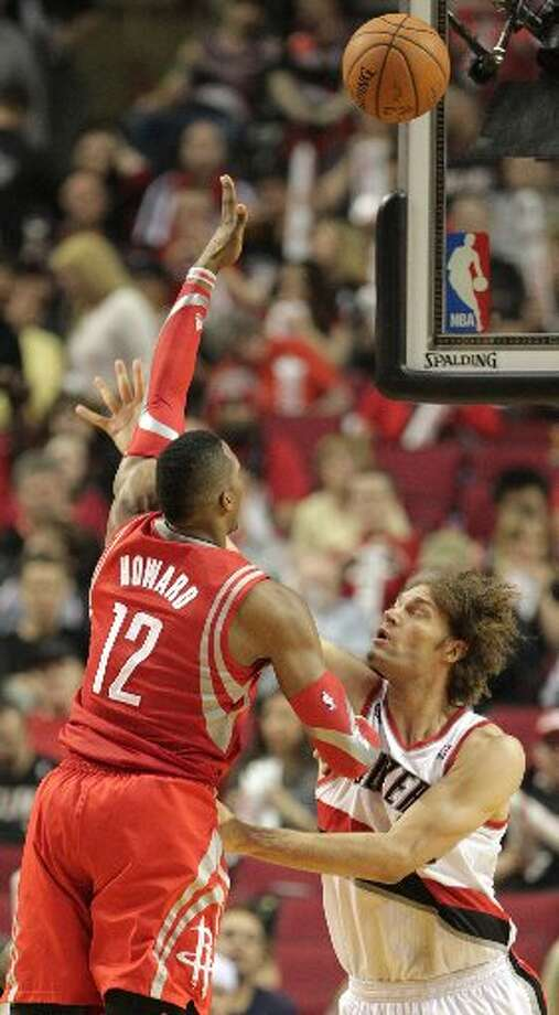 Rockets center Dwight Howard (12) shoots over Portland Trail Blazers center Robin Lopez (42) during the third quarter. Photo: James Nielsen, Houston Chronicle