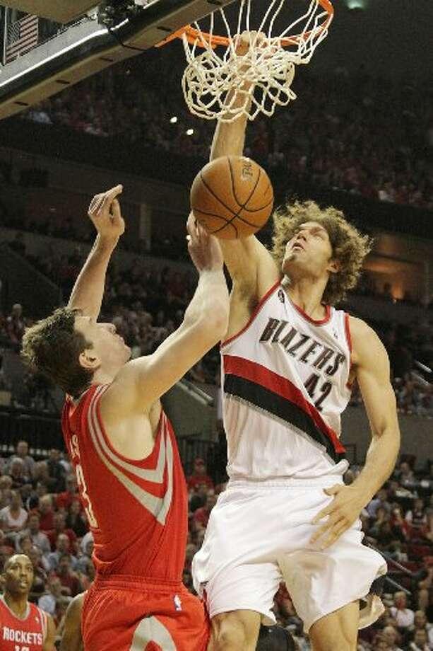Trail Blazers center Robin Lopez (42) dunks over Houston Rockets center Omer Asik (3) during the third quarter. Photo: James Nielsen, Houston Chronicle