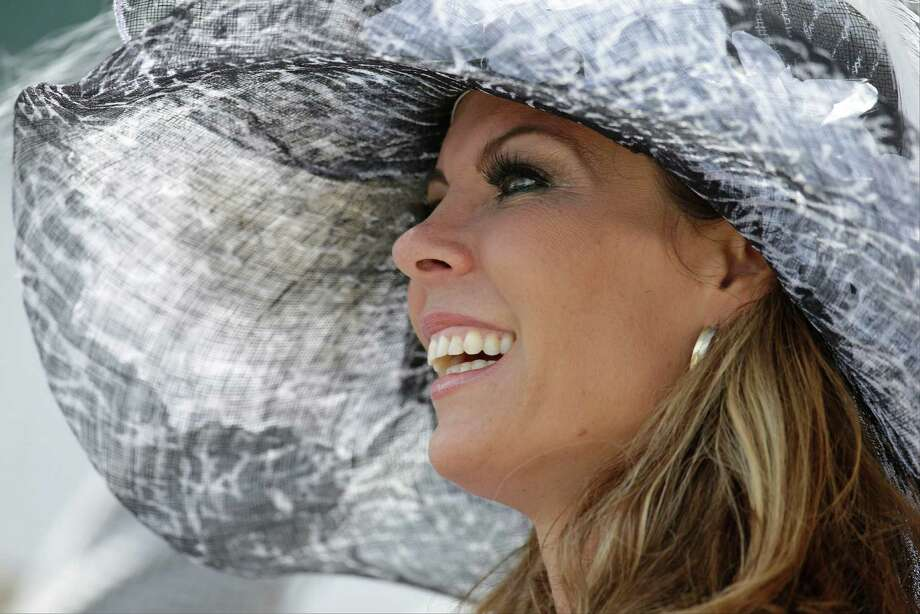 A woman watches a race. Photo: Darron Cummings, AP / AP2014