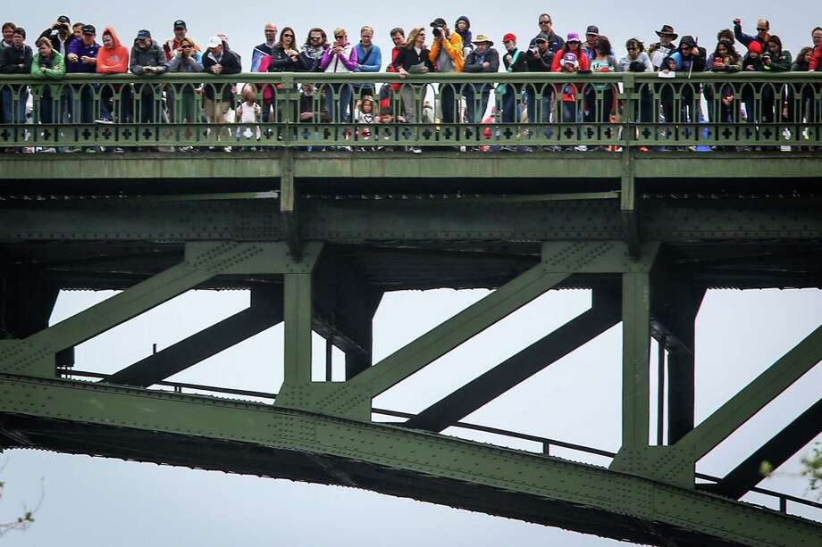 Spectators watch the action from the Montlake Bridge. Photo: JOSHUA TRUJILLO, SEATTLEPI.COM / SEATTLEPI.COM