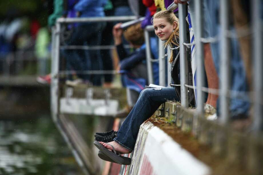 A spectator watches the action from the Montlake Cut. Photo: JOSHUA TRUJILLO, SEATTLEPI.COM / SEATTLEPI.COM
