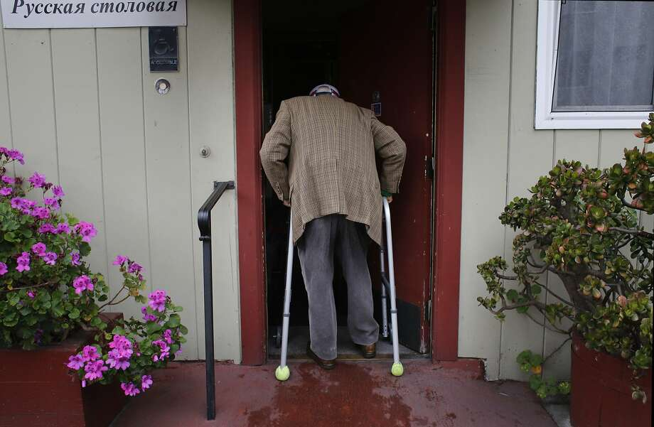 Holocaust survivor Julius Mansbach, 100, enters the Russian American Community Services center for his daily lunch. Photo: Mike Kepka, The Chronicle
