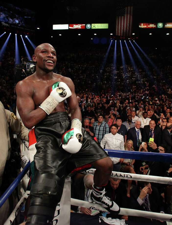 Floyd Mayweather Jr. smiles after edging Marcos Maidana on Saturday in Las Vegas. A rematch in September could be in the offing. Photo: John Gurzinski / Getty Images / AFP