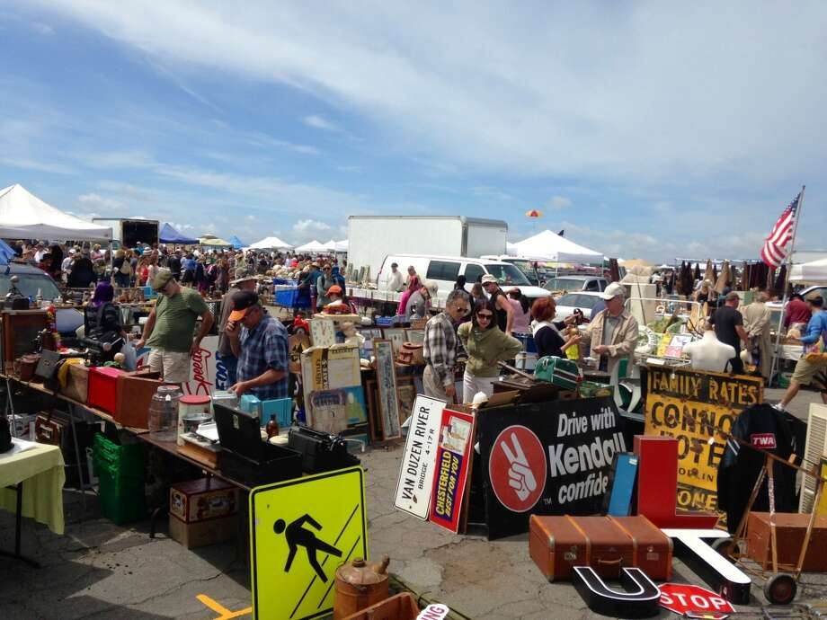 Welcome to the glorious and gigantic Alameda Point Antiques Faire!