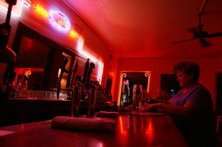 The Liberty Bar on one of its last nights on Josephine Street. Photo: Edward A. Ornelas, Express-News
