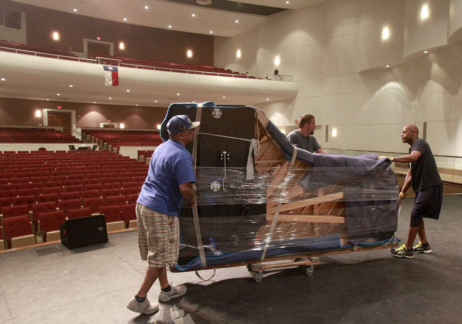 Workers carefully roll in a brand-new Steinway grand piano into the Edgewood Theatre of Performing Arts, 607 SW 34 St. Left to right are Mark Colon, Michael Wilson and Greg Blincoe. Photo: John Davenport / San Antonio Express-News / ©San Antonio Express-News/John Davenport
