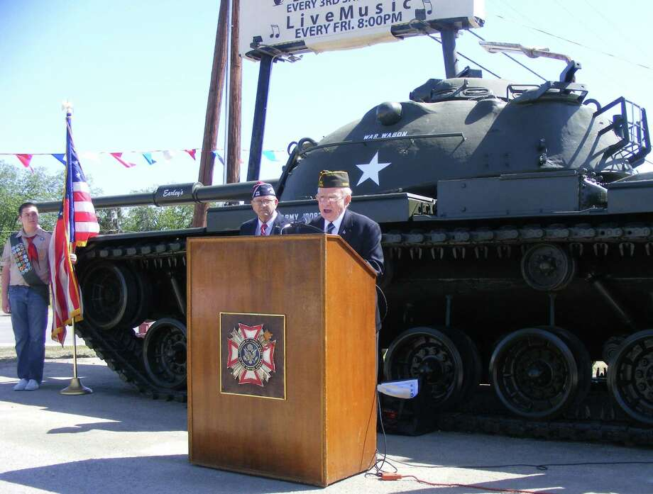 Retired Army Maj. Gen. Jerry Bethke, joined by Ron Spalding, VFW 8315 past commander, speaks Saturday, recalling arrival of a M60 tank at the post. Photo: David DeKunder / Northeast Herald
