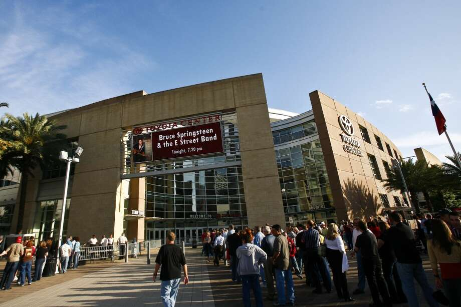 Concert goers gather before the start of the Bruce Springsteen concert at the Toyota Center Wednesday, April 8, 2009, in Houston. Photo: Michael Paulsen, Houston Chronicle