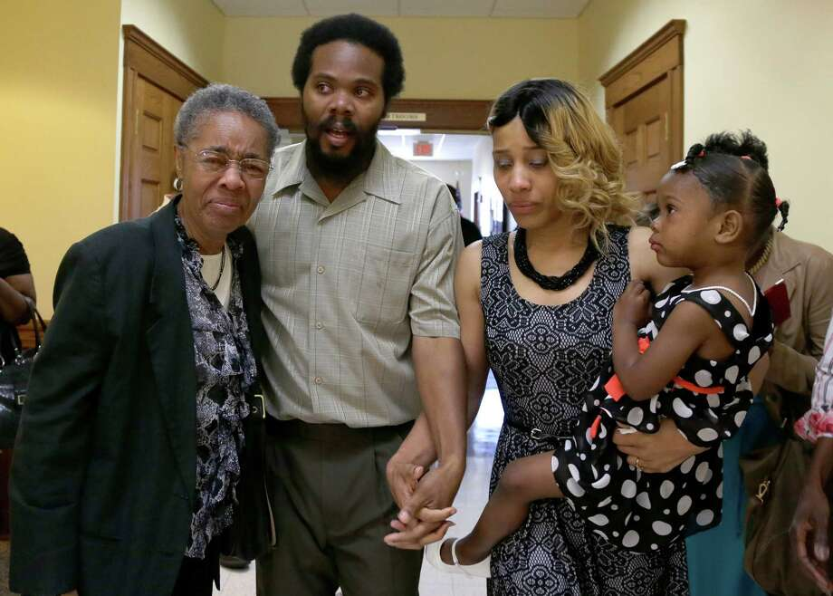 "Cornealious ""Mike"" Anderson walks out of the Mississippi County Courthouse along with his wife, LaQonna Anderson, daughter Nevaeh, 3, and grandmother Mary Porter, left, after being released from custody, Monday, May 5, 2014, in Charleston, Mo. A judge ordered the release of Anderson who was convicted of robbery in 2000 but never sent to prison until a clerical mistake was discovered last year when he was put behind bars. (AP Photo/Jeff Roberson) Photo: Jeff Roberson, STF / AP"