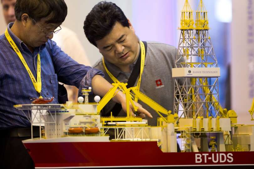 Yue Jixiang, center, and Qi Yaoguang take a look at a  Bassoe Technology BT-UDS Ultra Deepwater Dril