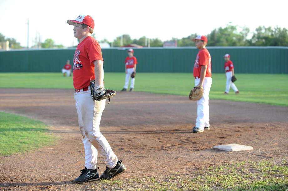 2009:Bryce Carey 13, left, and Chase Rutledge, 12. Photo: Valentino Mauricio / Beaumont
