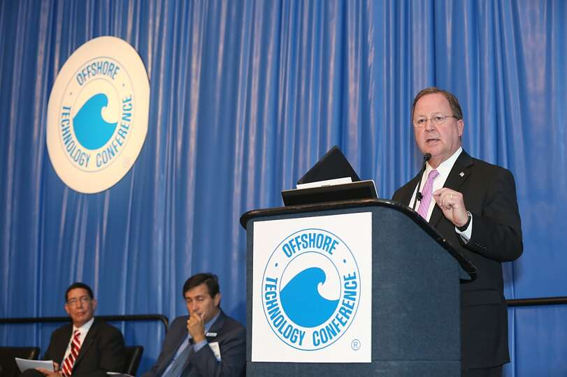 U.S. Rep. Bill Flores talks to a full house and DOE's Chris Smith, Pemex's Gustavo Hernandez-Garcia