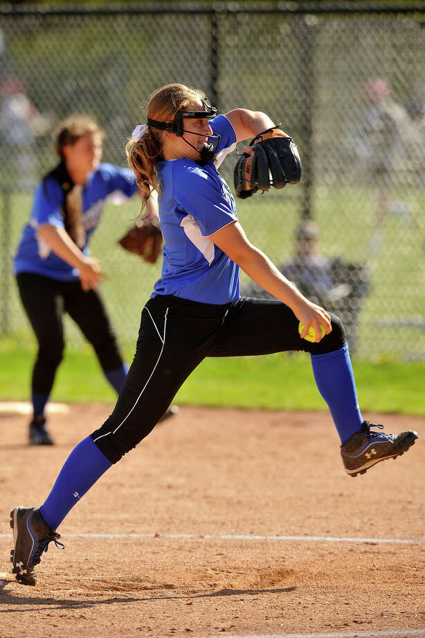 Darien's Erika Osherow readies to pitch in the Blue Wave's game at Greenwich on Monday, May 5, 2014. Photo: Jason Rearick / Stamford Advocate