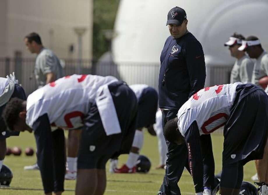Bill O'Brien looks on as players stretch during mini-camp. Photo: James Nielsen, Houston Chronicle