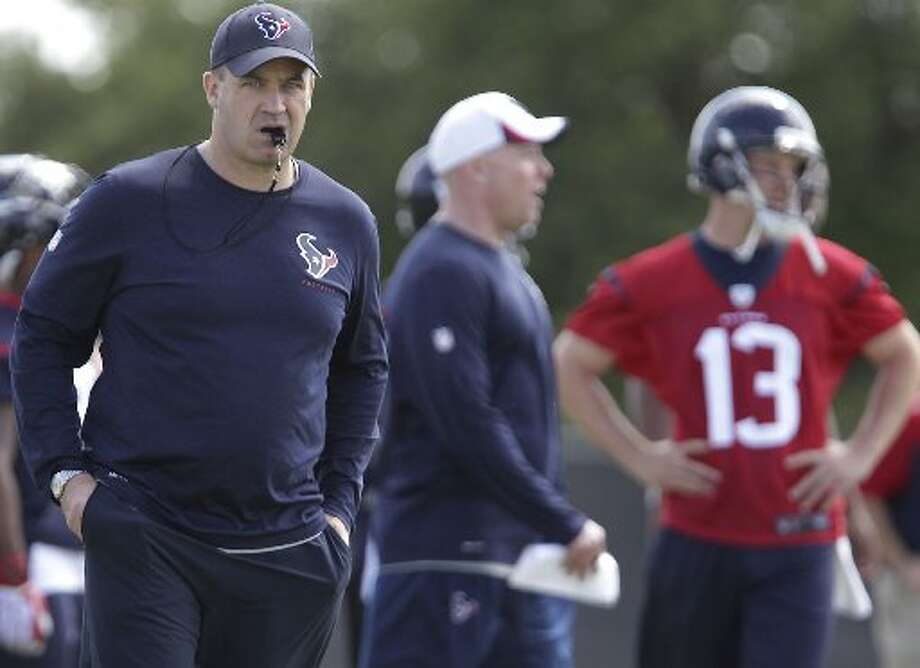 Bill O'Brien looks on. Photo: James Nielsen, Houston Chronicle