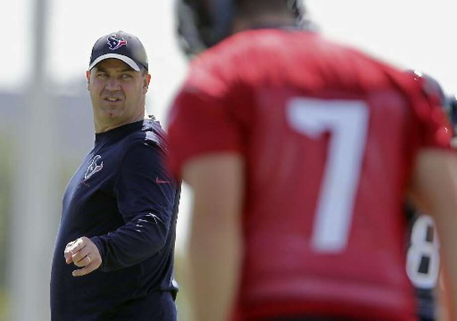 Bill O'Brien, left, looks on as quarterback Case Keenum, right, calls out a play. Photo: James Nielsen, Houston Chronicle
